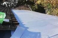 熊本市玉名郡での屋根工事(波型鉄板の張り付け)